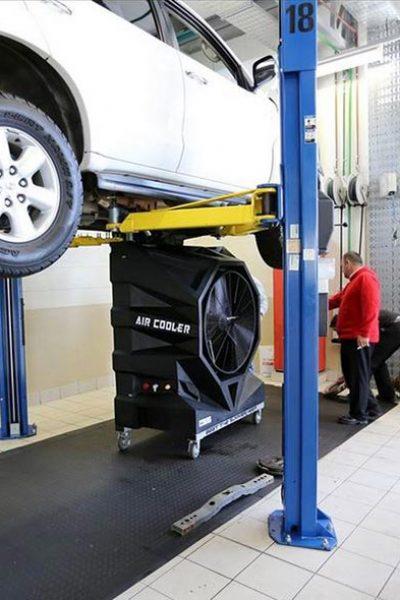 Portable air conditioning FoxAir in an auto repair workshop